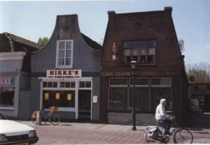 De geredde panden Dorpsstraat 109-111 voor de restauratie van 2003 (foto R. Grootveld)