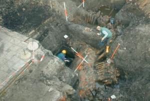 Archeologen van de lokale werkgroep  graven de muren van Huis te Palenstein op (Collectie Historisch Genootschap Oud Soetermeer)